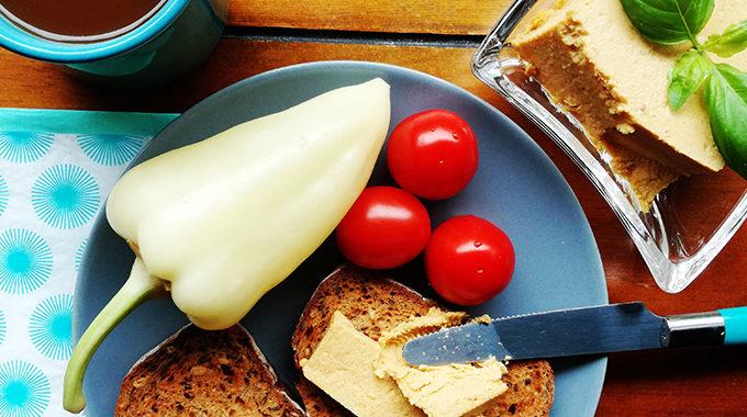csicseriborsólisztből cheddar kenhető sajt recept vegánblog