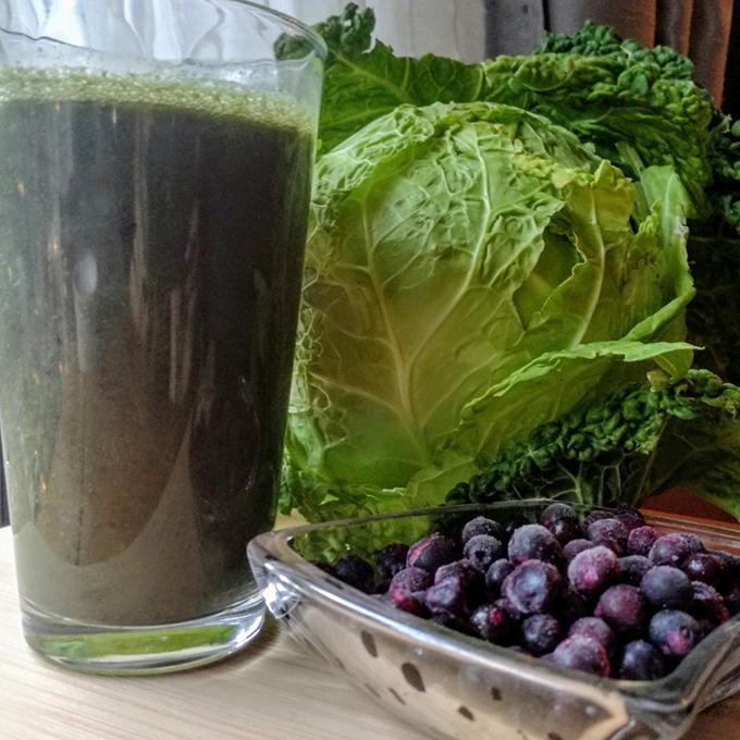 kelkáposzta áfonya smoothie recept vegánblog