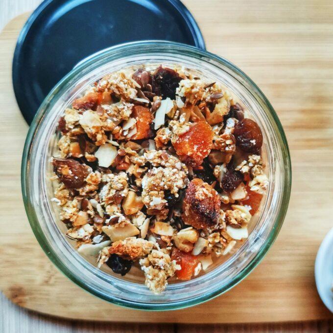 aszalt-sárgabarackos-granola-vegánblog-recept
