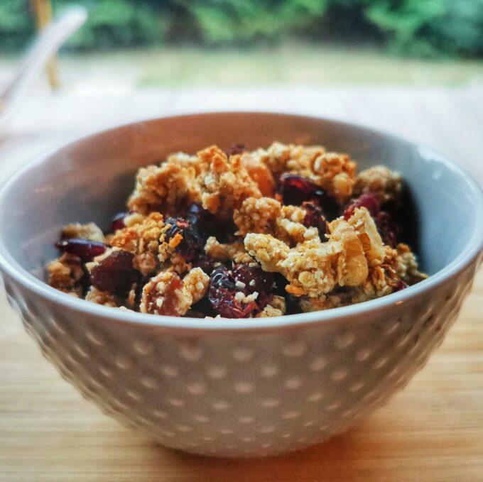 áfonyás-granola-recept-vegánblog.jpg