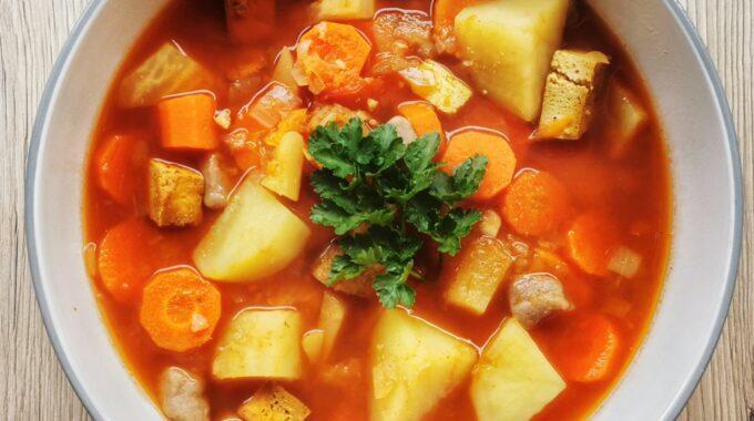 vegán-gulyás leves-recept-csipetke-vegánblog.jpg
